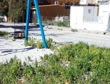 Ηράκλειο: Παιδική χαρά... επικίνδυνη για τα παιδιά (φωτογραφίες)