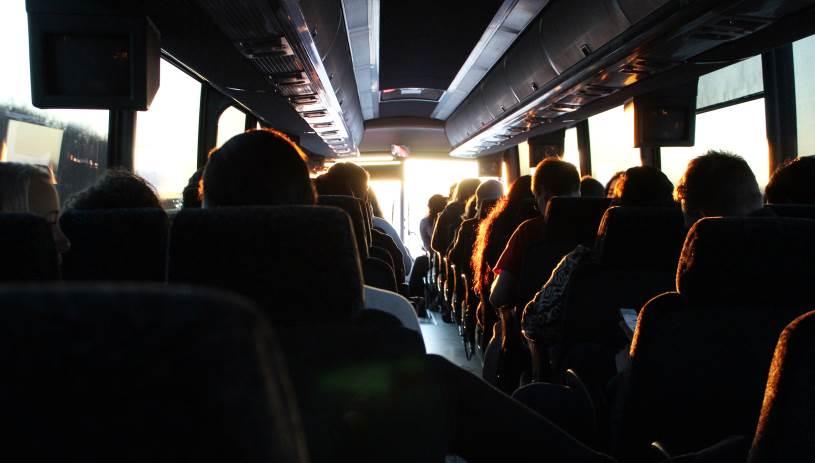 Καταγγελία - σοκ: Μαθητές λέρωσαν το πάτωμα λεωφορείου και ο οδηγός τους πέταξε έξω