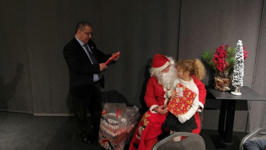 Ο Άγιος Βασίλης στον Ροταριανό Όμιλο Ηρακλείου