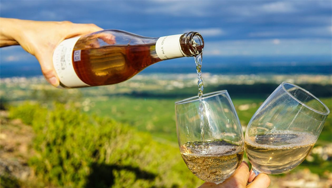 Βάζουν ζάχαρη στο κρασί τους με ευλογίες της Ε.Ε - Για ποια οινοποιεία λένε «Ναι»