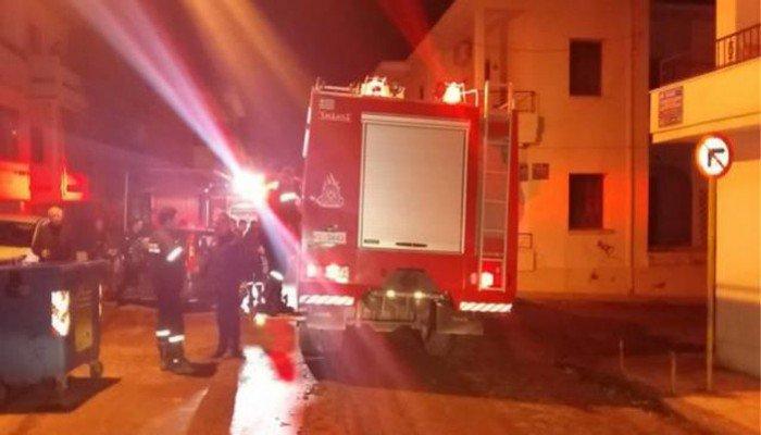 Κάηκαν αυτοκίνητα, μοτοποδήλατα, καύσιμα και εργαλεία - Φωτιά στα Χανιά