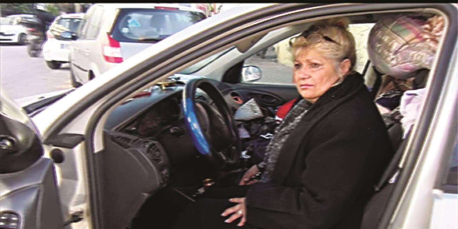 Απίστευτη προσφορά αγάπης στην γυναίκα που ζει στο αυτοκίνητό της