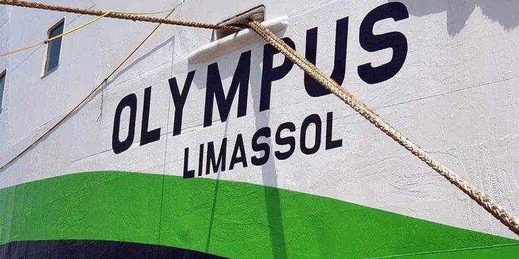 Δεμένο στη Σαντορίνη λόγω ρήγματος το πλοίο Olympus