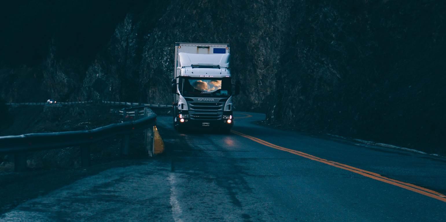 Τροχαίο με νταλίκα στην εθνική οδό