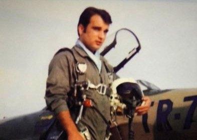 Ο πιλότος που θυσίασε τη ζωή του για να σωθεί ένα χωριό της Κρήτης