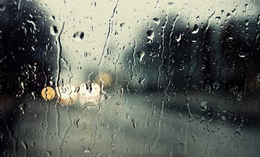 «Βενετία» η Φοινικιά – Πλημμύρισαν δρόμοι από τη δυνατή νεροποντή