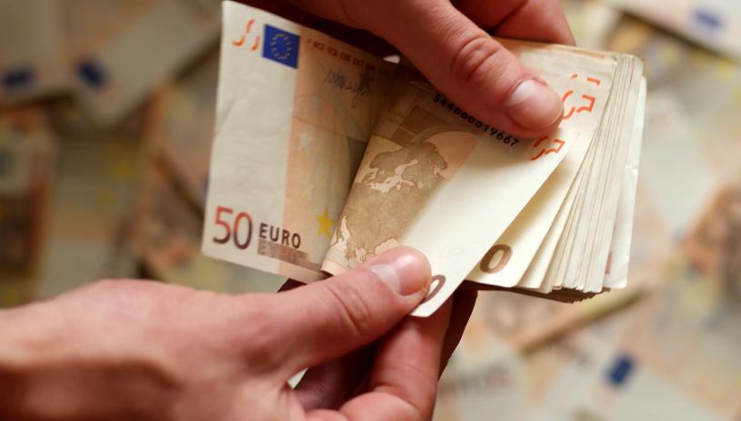 «Θα αυξηθούν και τα 24 επιδόματα εργαζομένων» - Τι γίνεται με τον κατώτατο μισθό