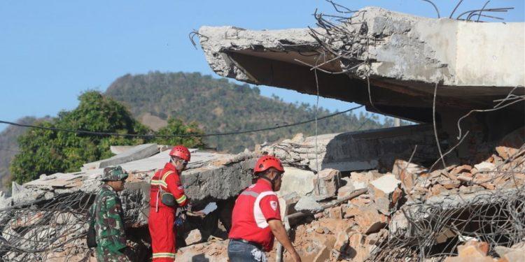 Αγνοείται η τύχη 5.000 ανθρώπων μετά τον φονικό σεισμό