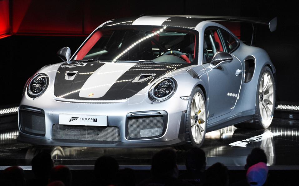 Στο στόχαστρο η Porsche στις έρευνες για τις εκπομπές ρύπων