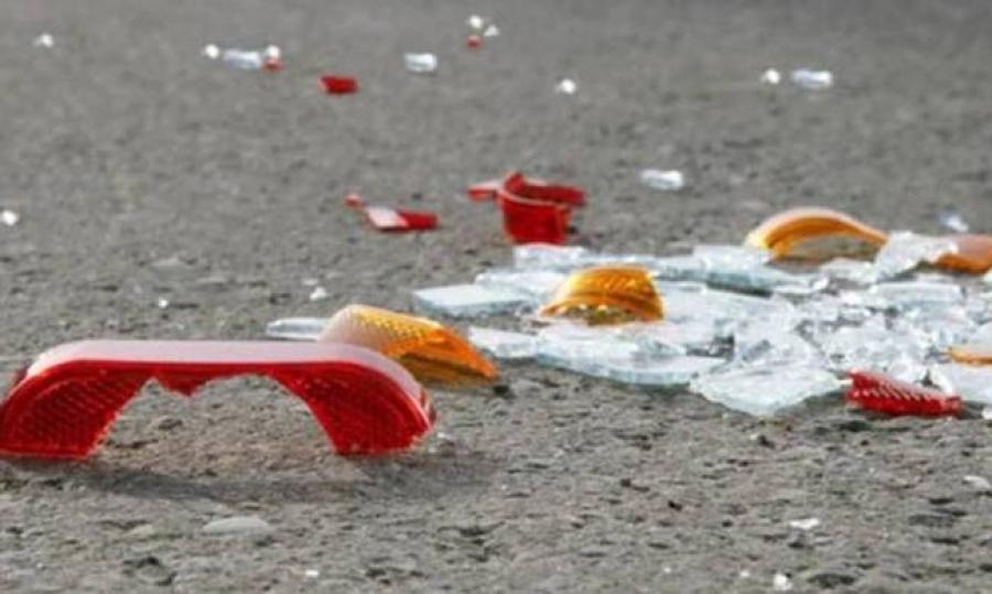 Αυτοκίνητο σφηνώθηκε σε νταλίκα στη Λεωφόρο Σούδας-Βίντεο και φωτό