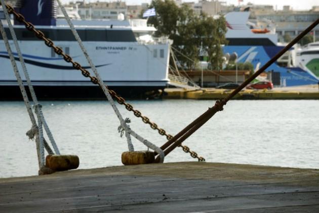 Λήξη της απεργίας αποφάσισε η ΠΝΟ- Περιμένουν οι αγρότες την αναχώρηση των πλοίων