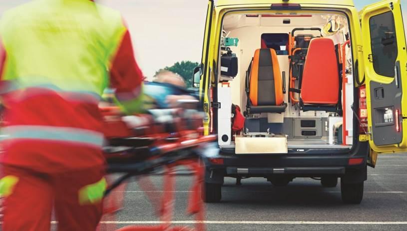 Μηχανή συγκρούστηκε με φορτηγό στην παραλιακή - Στο νοσοκομείο άνδρας
