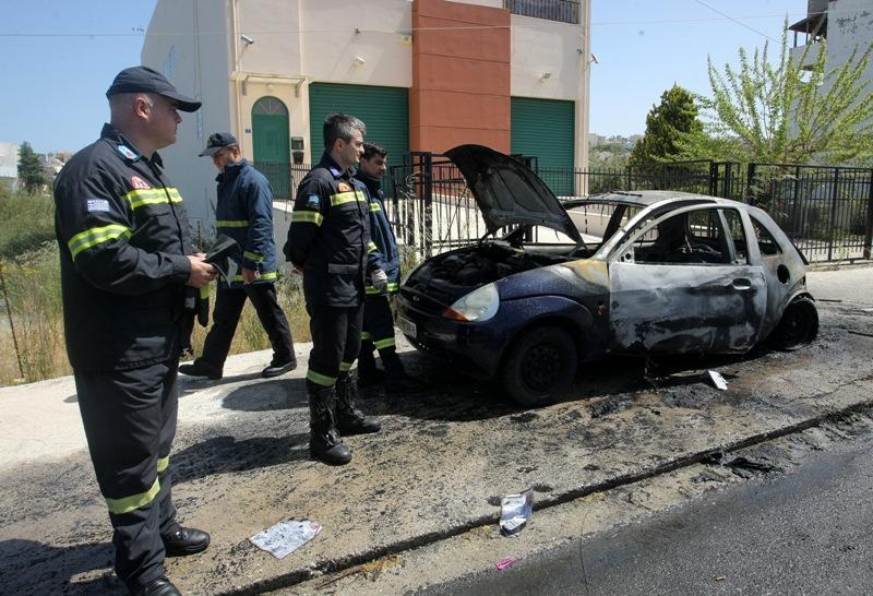 45268b91f7 Έπιασε φωτιά εν κινησει- Φωτογραφίες από το αυτοκίνητο που έγινε «κάρβουνο»  στο Ηράκλειο (pics)