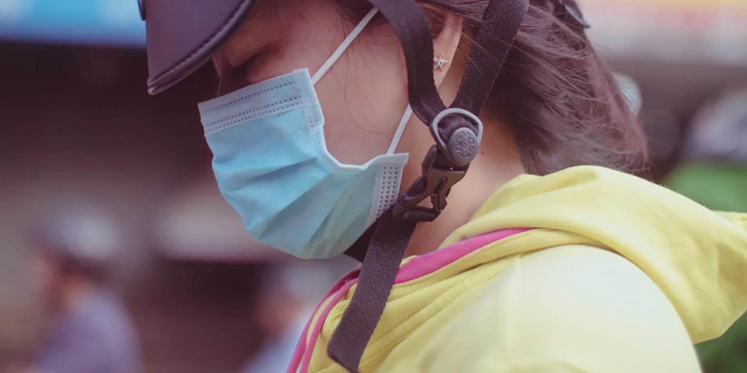 Κοροναϊός: Νέες οδηγίες για τη σωστή χρήση της μάσκας