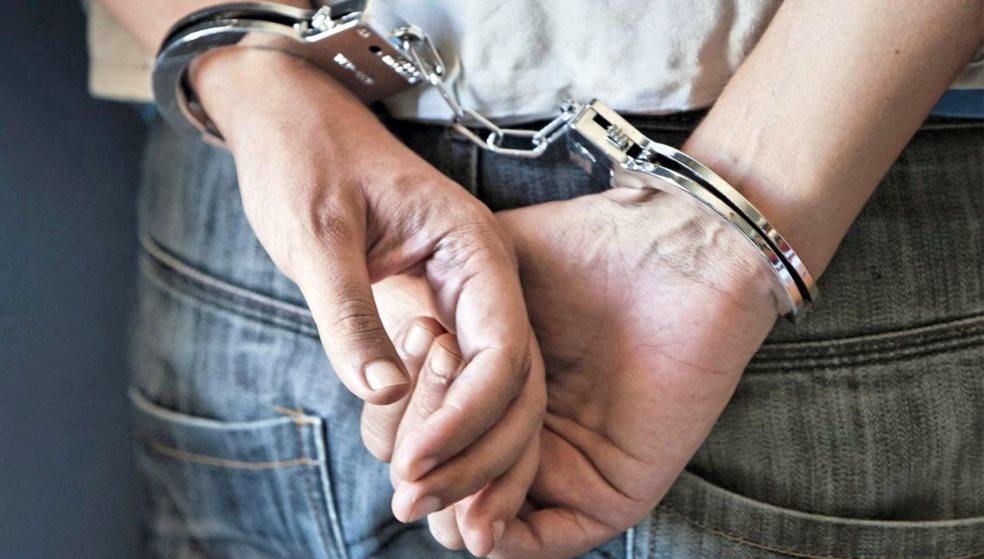 49χρονη διακινούσε ναρκωτικά με εντολή… φυλακισμένου