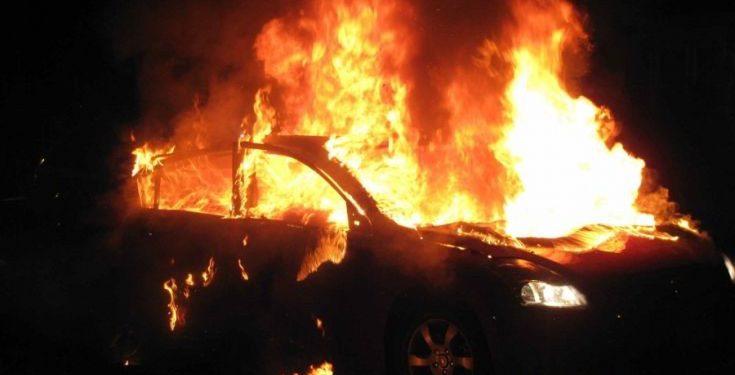 Το φλεγόμενο αυτοκίνητο προκάλεσε αναστάτωση