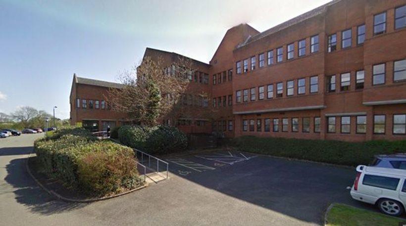 Ουαλία: Άντρας έκοψε το λαιμό του μέσα στη δικαστική αίθουσα