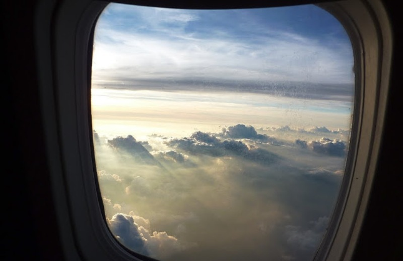 Γιατί τα παράθυρα στα αεροπλάνα έχουν οβάλ σχήμα