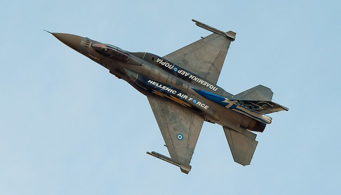 F16 σκίζει τους αιθέρες πάνω από το Ηράκλειο