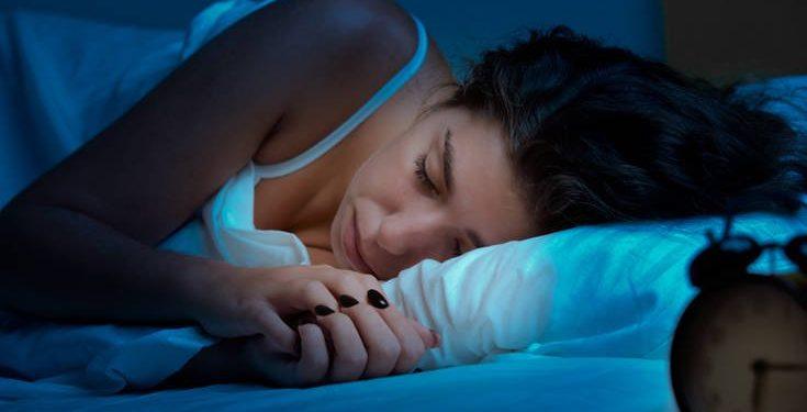 Τέσσερις τροφές που σας μπλοκάρουν τον ύπνο