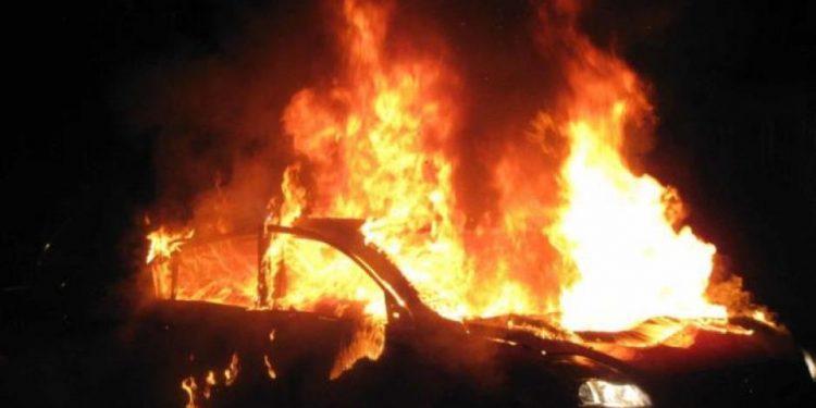 Το φλεγόμενο αυτοκίνητο κινητοποίησε την πυροσβεστική