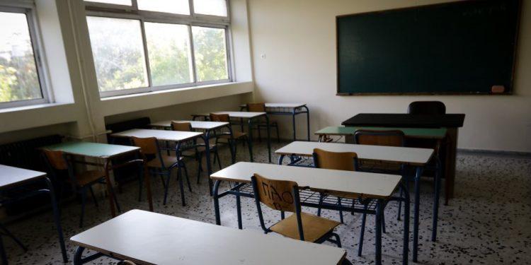 Κινητοποίηση την περιφερειακή διεύθυνση Εκπαίδευσης Κρήτης
