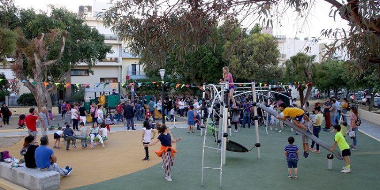 Εγκαινιάστηκε η παιδική χαρά στην συμβολή οδών Ιτάνου και Καλαμά