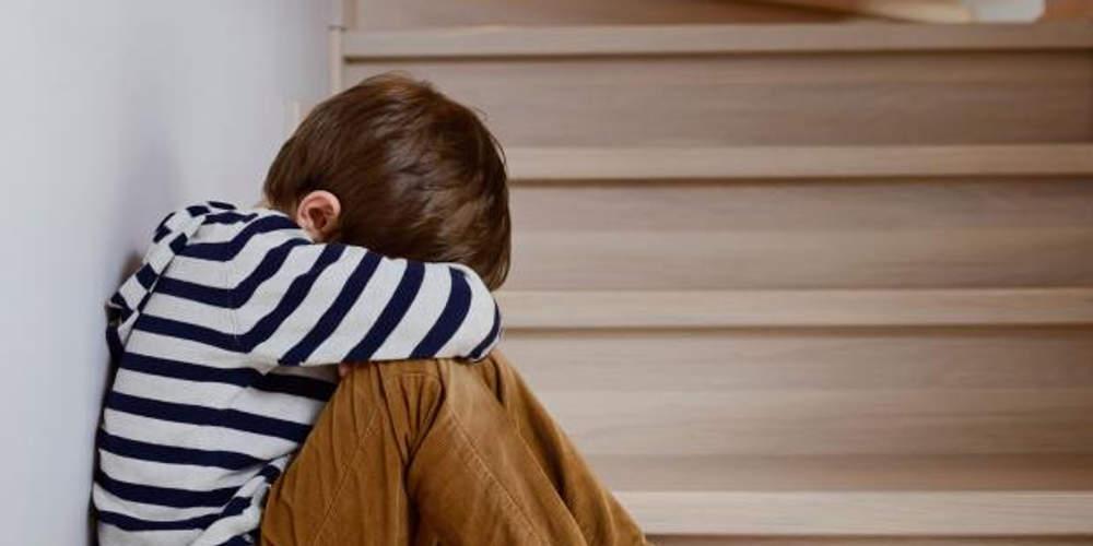 «Καμπάνα» 10 μηνών στον πατέρα του 8χρονου που βρέθηκε κλειδωμένος στην τουαλέτα