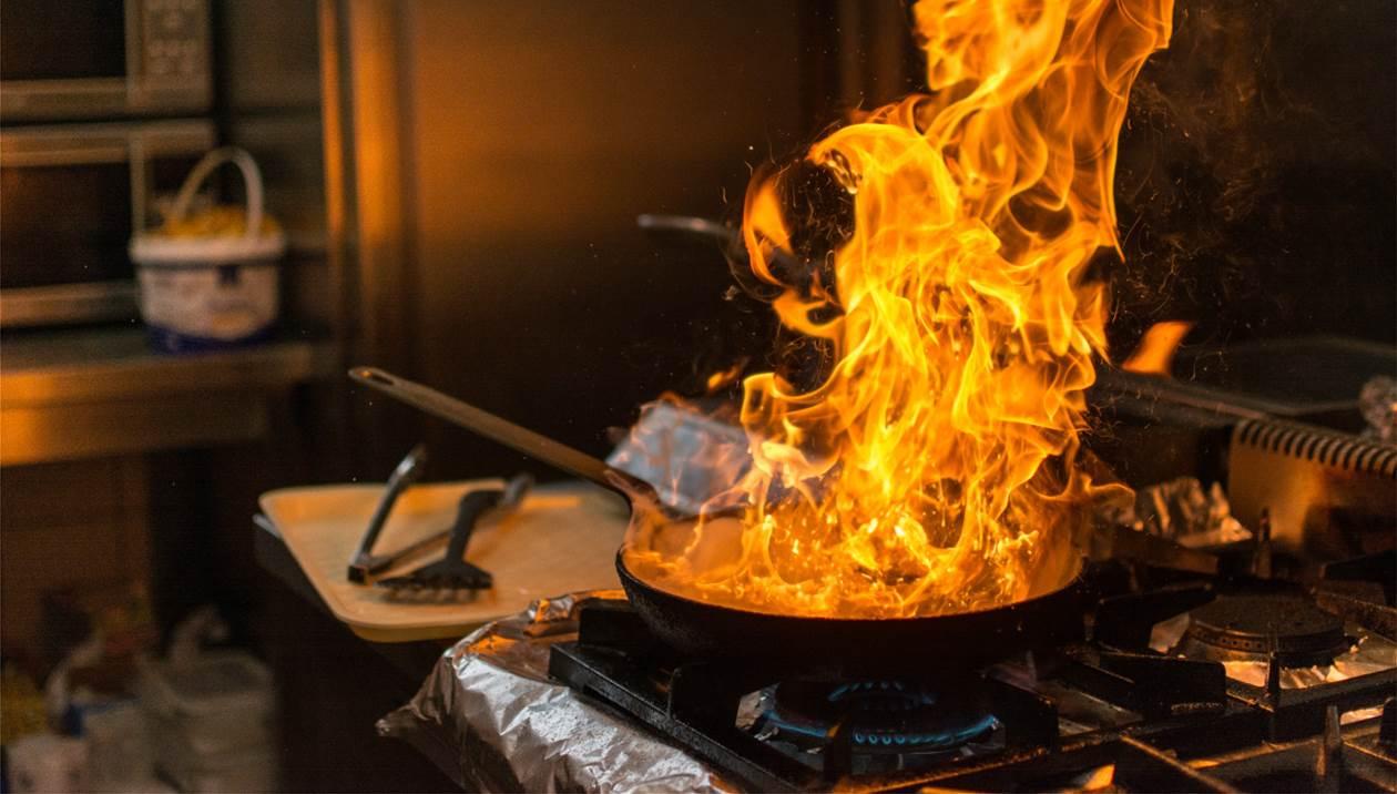 Στις φλόγες κουζίνα υπόγειου διαμερίσματος στο Ηράκλειο