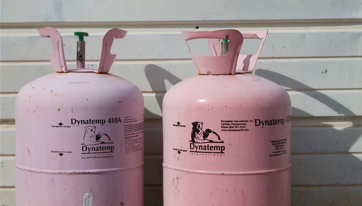 Ντεραπάρισε φορτηγό με φιάλες υγραερίου - Δείτε φωτογραφίες