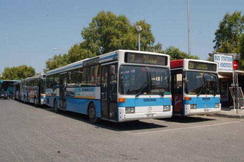 Λεωφορείο τραβάει  λεωφορείο στην αβεροφ-Εικόνα