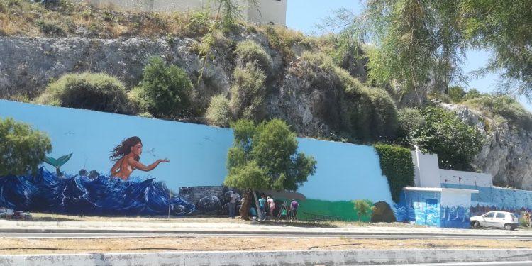 Σε έργο τέχνης μετέτρεψαν τοίχο στην παραλιακή