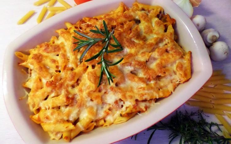 Πέννες στο φούρνο με τόνο και σάλτσα τυριού