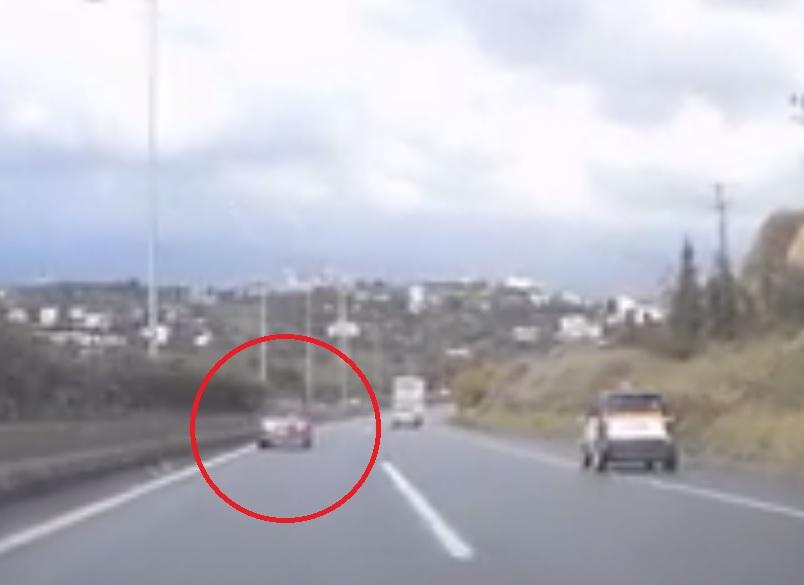 Οδηγός ζηλεψε τους Κρητικούς που...οδηγούσαν ανάποδα στο ΒΟΑΚ- Στο αντίθετο ρεύμα για χιλιόμετρα! (vids)