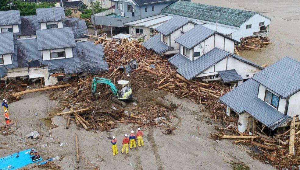 Εκατόμβη νεκρών από πλημμύρες στην Ιαπωνία