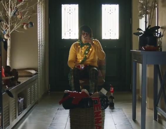 Ο Τόνι Σφήνος πρωταγωνιστεί στο επίσημο βίντεο του Santa Run Chania