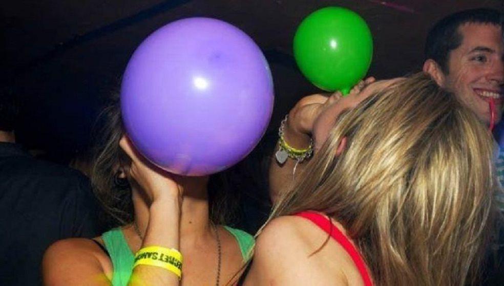 Πουλούσε ανενόχλητος αέριο γέλιου και μπαλόνια στη Χερσόνησο