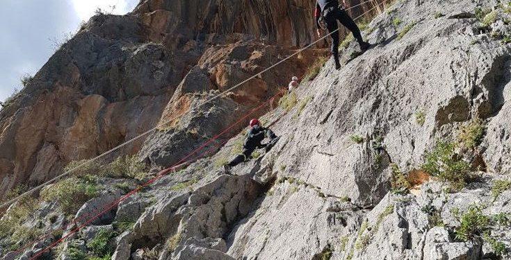 Τουρίστρια έσπασε το πόδι της ενώ διέσχιζε φαράγγι στη Σούγια