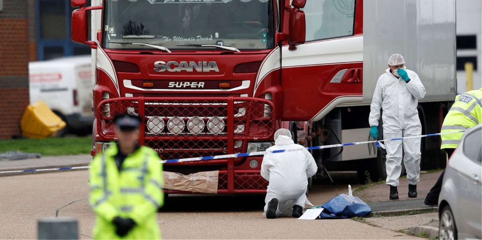 Λονδίνο: Ματωμένα ίχνη - Χτυπούσαν τις πόρτες για να σωθούν 39 ψυχές