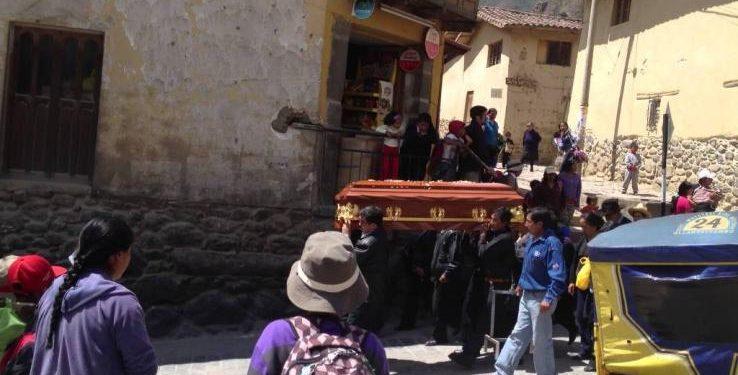 Έφαγαν σε κηδεία και πέθαναν: Δέκα νεκροί και δεκάδες άρρωστοι από δηλητηρίαση