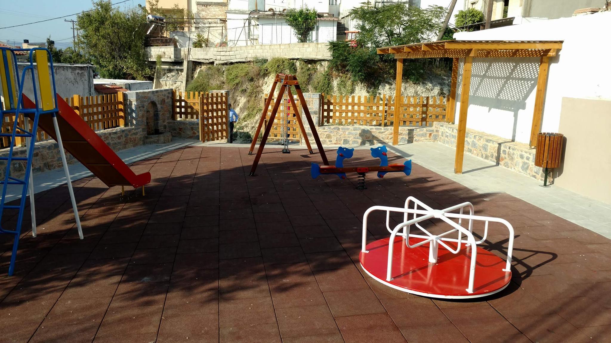 Ο Δήμος Ηρακλείου ανακατασκευάζει τις παιδικές χαρές-Εικόνες