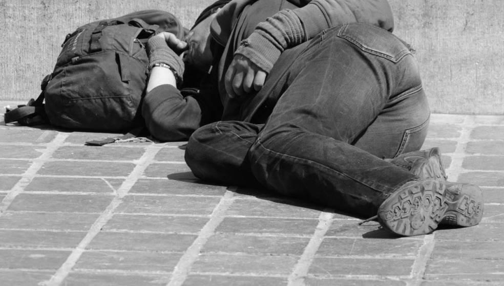 Άστεγος «ποντάρει» στην ανθρωπιά - Ένα τροχαίο ατύχημα του άλλαξε τη ζωή