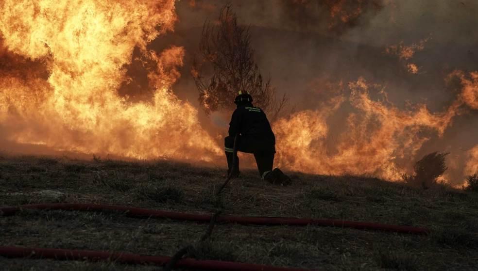 Ανεξέλεγκτη η πύρινη λαίλαπα στην Εύβοια - Εκκενώθηκαν τέσσερα χωριά