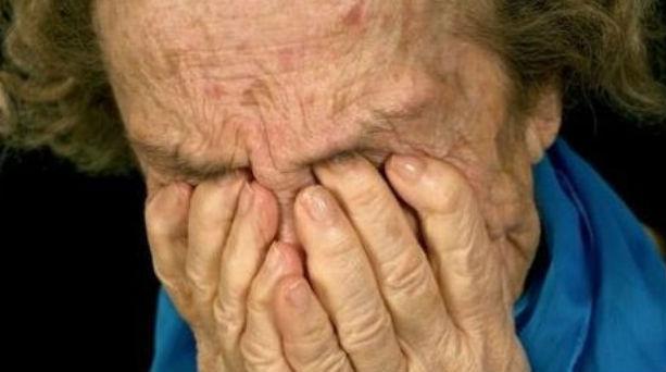 Ηθελε να την τρομοκρατήσει αλλά έπεσε σε ηλικιωμένη οπλισμενη με...ψυχραιμία