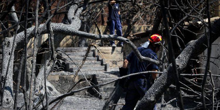 Φονική πυρκαγιά: Ακόμα δεν ανακοινώνουν τα ονόματα των ταυτοποιημένων νεκρών!
