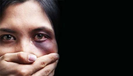 «Η βία κατά της γυναίκας είναι και παραμένει βασική παραβίαση των ανθρωπίνων δικαιωμάτων και μας αφορά όλους»