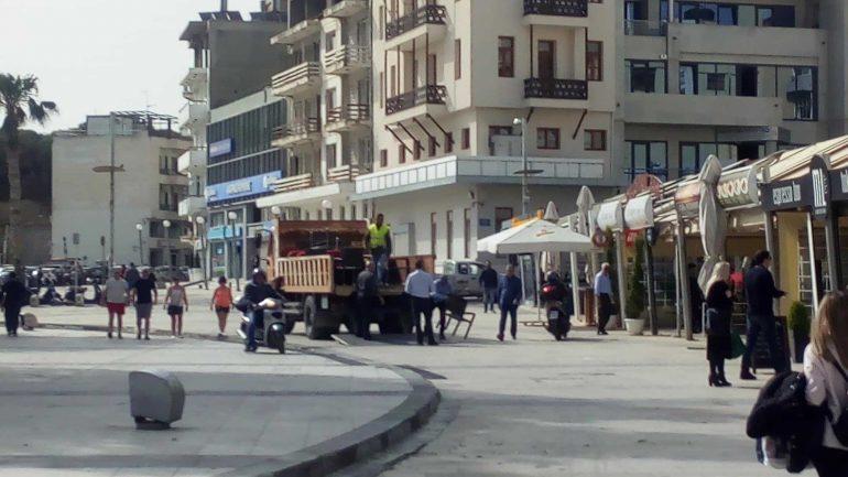 Επιχείρηση -σκούπα στο κέντρο του Ηρακλείου για τα τραπεζοκαθίσματα!
