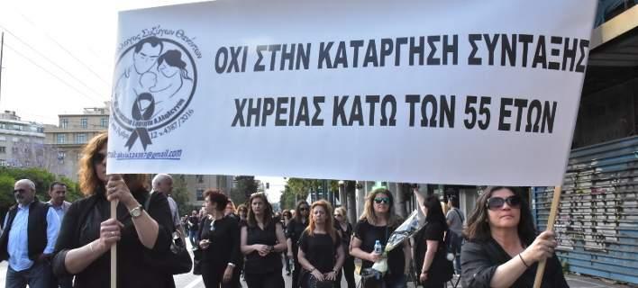 Οργή για τις συντάξεις χηρείας των 151 και 200 ευρώ - Σχέδιο για πλαφόν προωθεί το υπουργείο Εργασίας