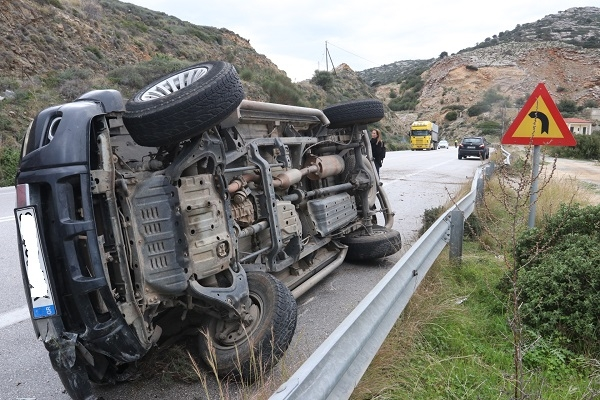 Τροχαίο στην εθνική οδό - Αναποδογύρισε αυτοκίνητο