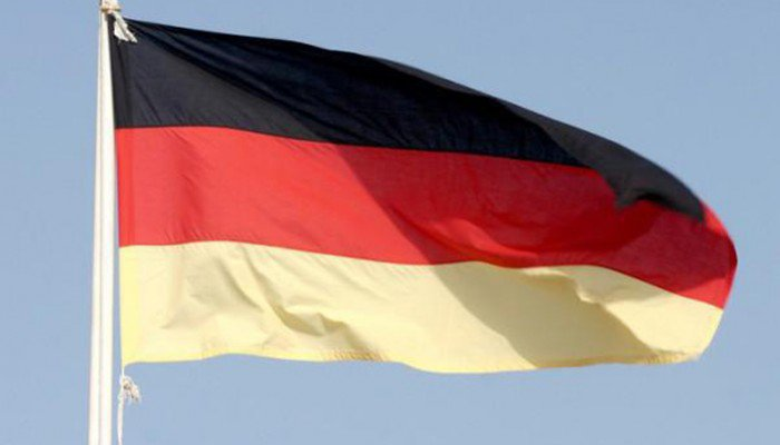 Χανιά: Πέταξαν την ελληνική σημαία στο χώμα και ανέβασαν τη γερμανική (φωτο)